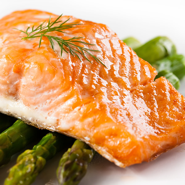 Broiled salmon with dill and asparagus