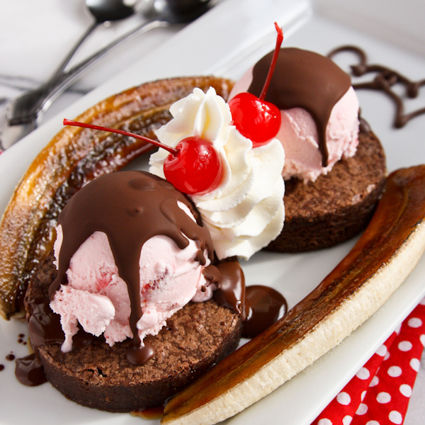 Banana split with brownie