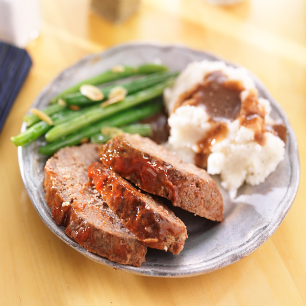 Meatloaf with mashed potatoes and green beans