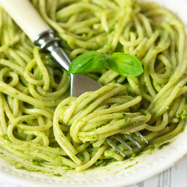 Spaghetti with basil and pistachio sauce
