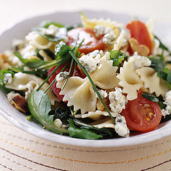 Spinach pasta salad with cheese and arugula