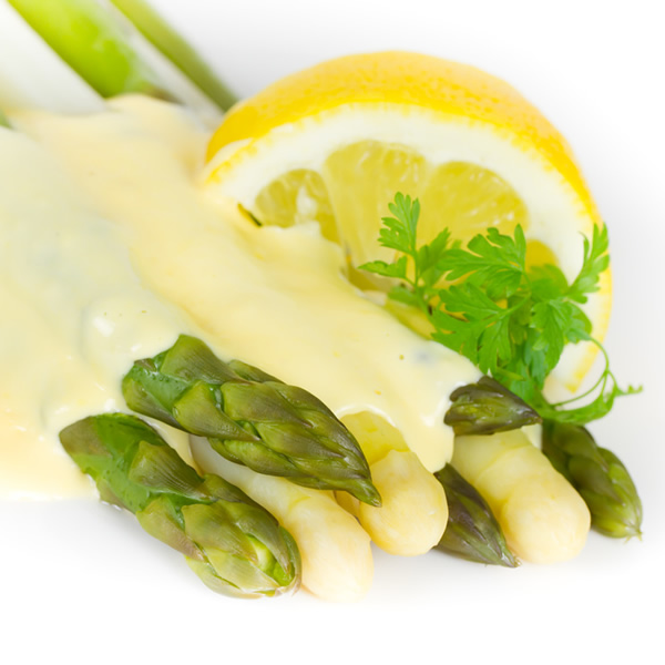 Asparagus with sauce and lemon