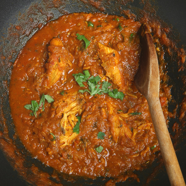 Chicken curry in spicy tomato sauce