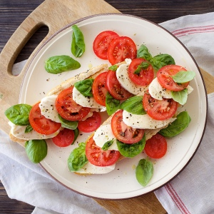 Mozzarella cheese with tomatoes and basil
