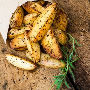 Roasted potatoes with pepper and rosemary