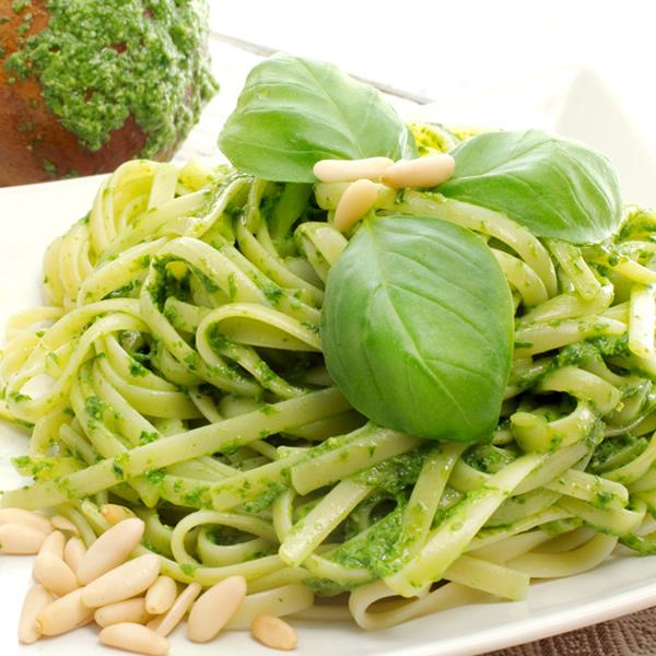 Linguine al pesto pasta