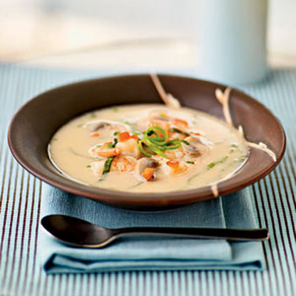 Coconut soup with shrimps and mushrooms