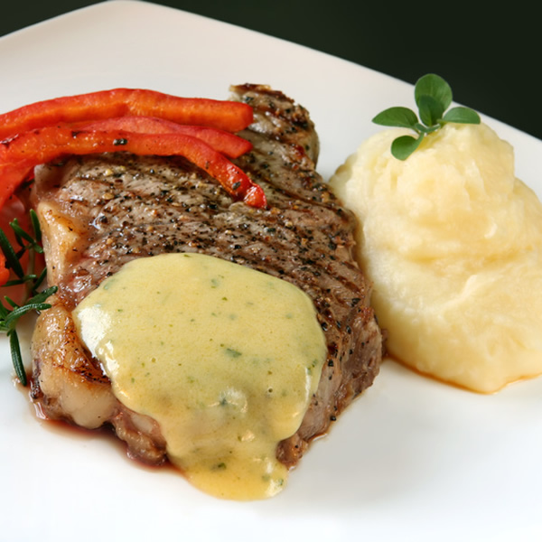 Beef sirloin with bearnaise sauce