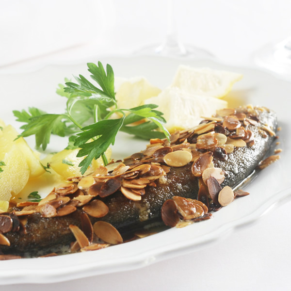 Trout with almonds and lemon sauce